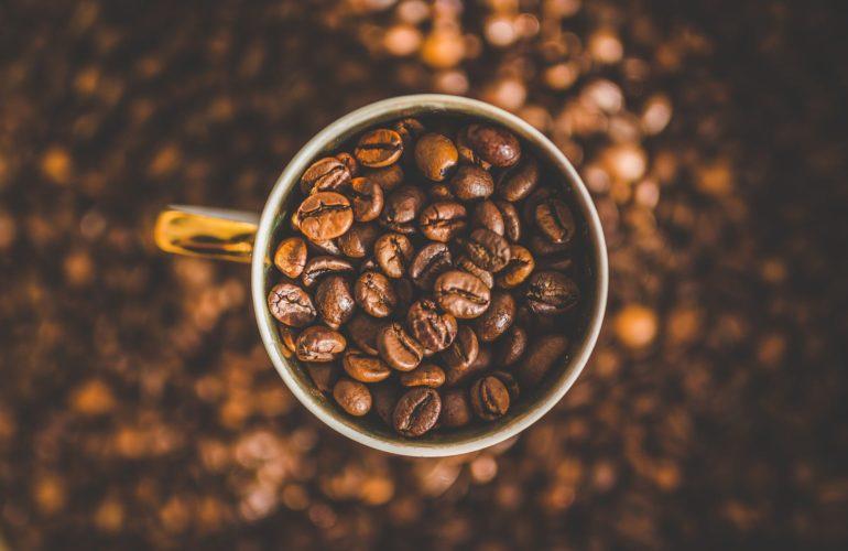 Le proprietà benefiche del caffè: Previene alcune malattie, porta buon umore ed energia, cura la pelle